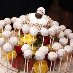 The Pancake Puppie wedding cake.