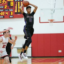 Rolling Meadows' Max Christie (12) jumps up to make a pass, Wednesday 02-06-19. Worsom Robinson/For the Sun-Times.