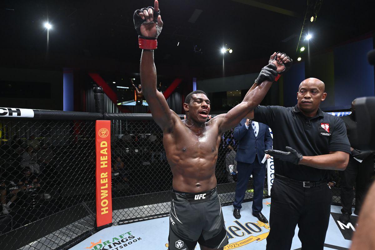 UFC Fight Night: Buckley v Arroyo