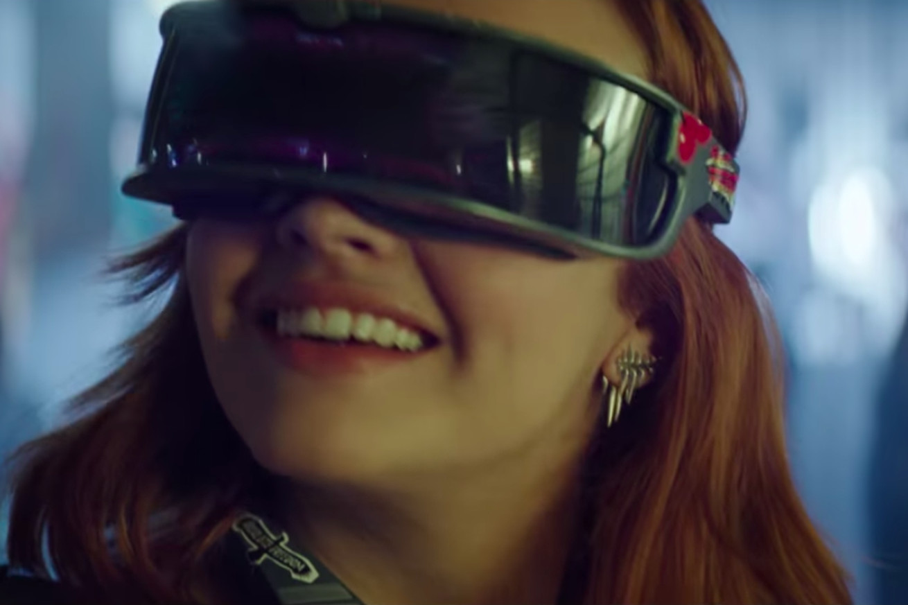 the new ready player one trailer is trying so hard to make vr headsets look cool
