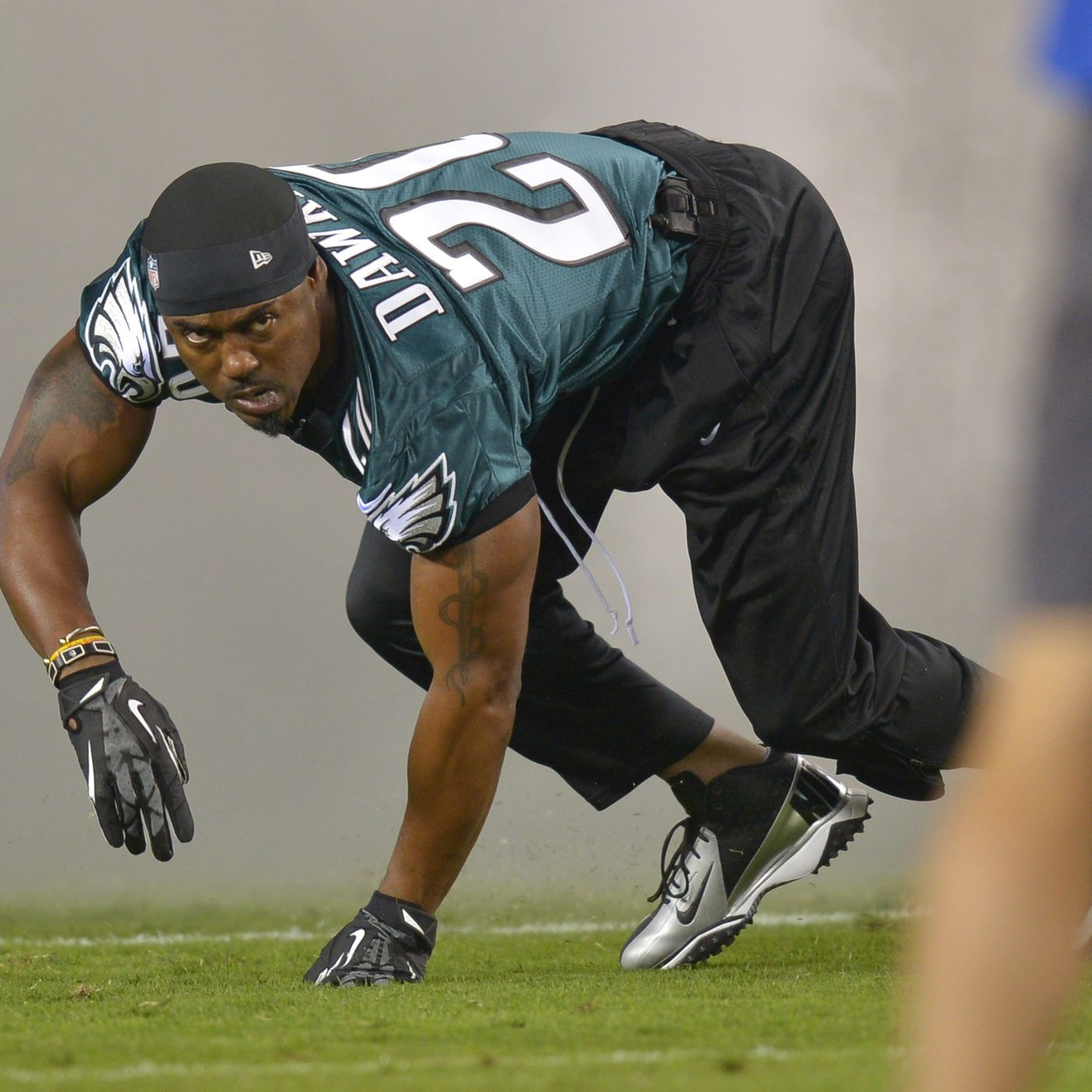 77c971d58d8 THESE EAGLES HYPE VIDEOS FEATURING BRIAN DAWKINS WILL GET YOU SUPER FIRED  UP FOR TODAY S PLAYOFF GAME