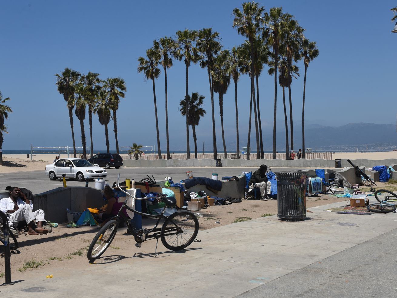 The shelter site is located close to Venice Beach, at a former Metro bus yard at 100 Sunset Avenue.
