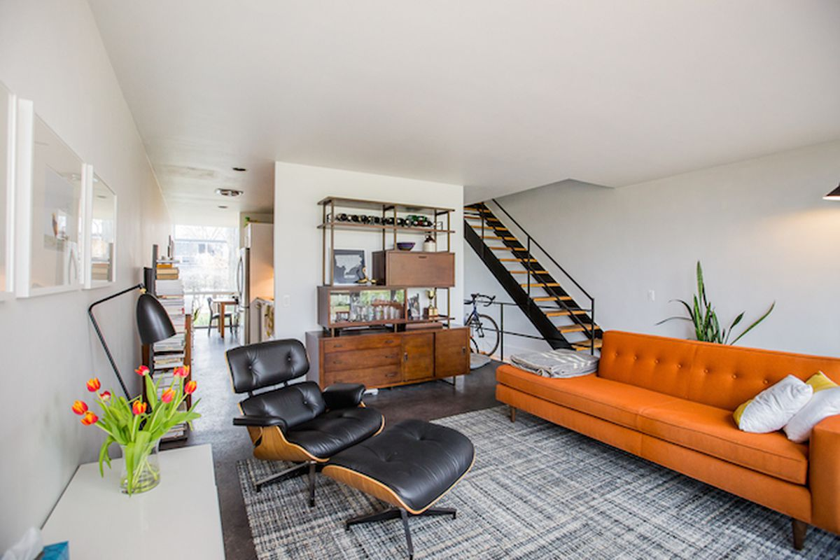"""All photos via <a href=""""http://detroit.curbed.com/archives/2015/04/glorious-mies-van-der-rohe-listing-soars-above-200k.php"""">Curbed Detroit</a>"""