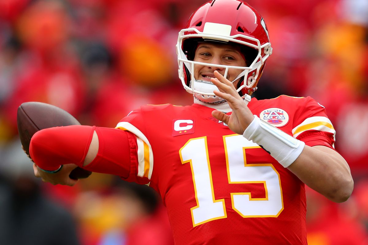 Patrick Mahomes #15 of the Kansas City Chiefs warms up prior to the AFC Divisional playoff game against the Houston Texans at Arrowhead Stadium on January 12, 2020 in Kansas City, Missouri.