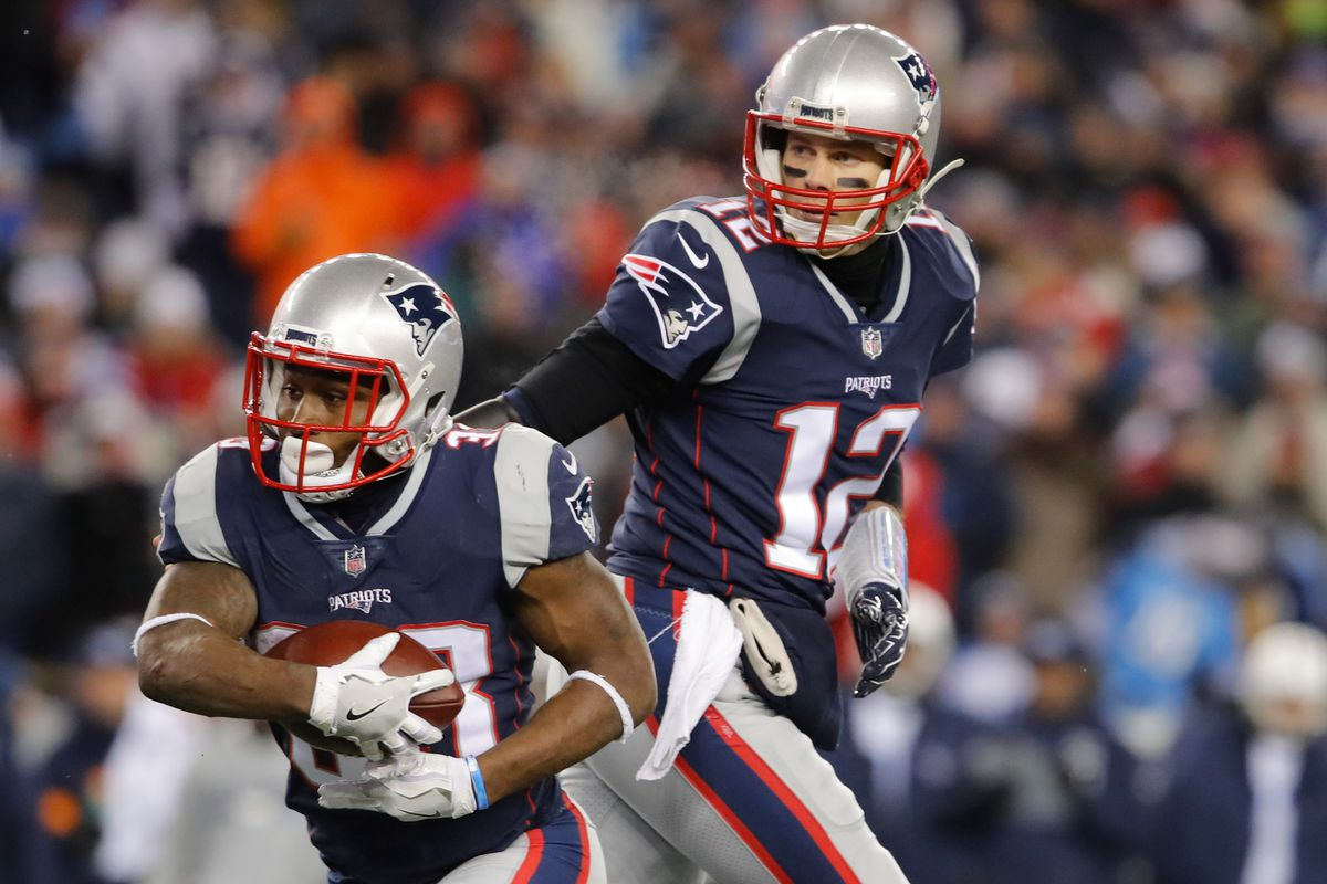 New England Patriots QB reportedly jammed throwing hand in practice