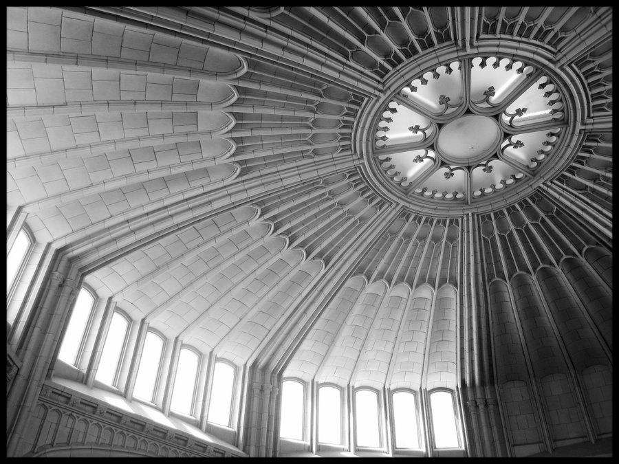 A black and white photo of a light-filled rotunda in the 1913 building.