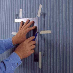 <p>FOR DOUBLE-CUT patches, use a sharp razor knife and steel straightedge guide to slice through both layers of the wallpaper.</p>