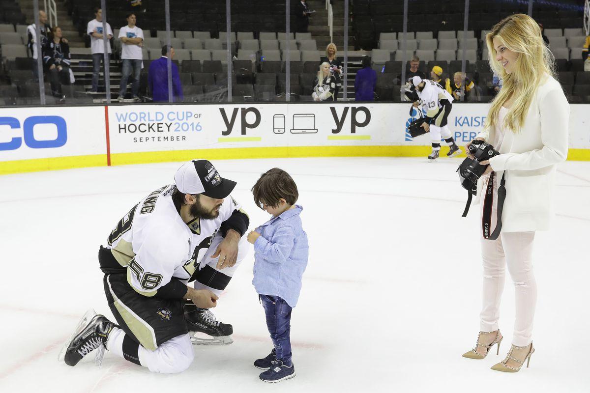Hockey Wives Season Three New Cast Same Great Content Arctic Ice Hockey