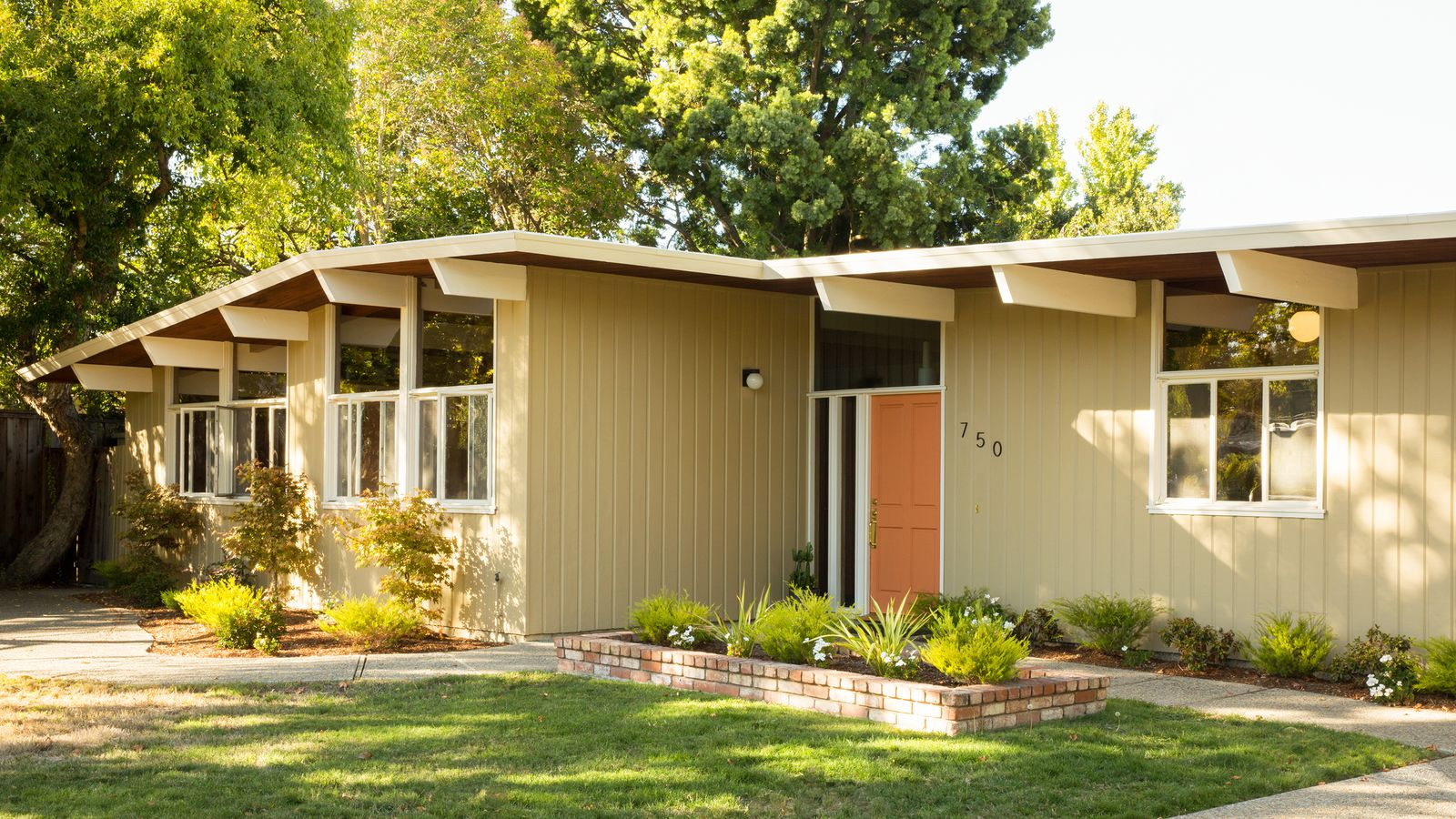 Midcentury modern homes interiors a new facebook group for Modern style homes for sale