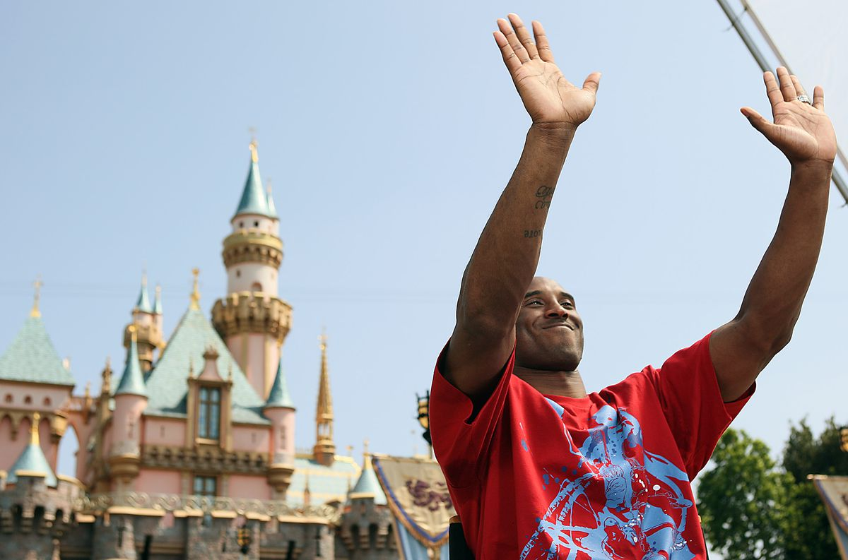 (Anaheim, California – Thursday, June 18, 2009) Kobe Bryant waves to fans as he sits for press inte