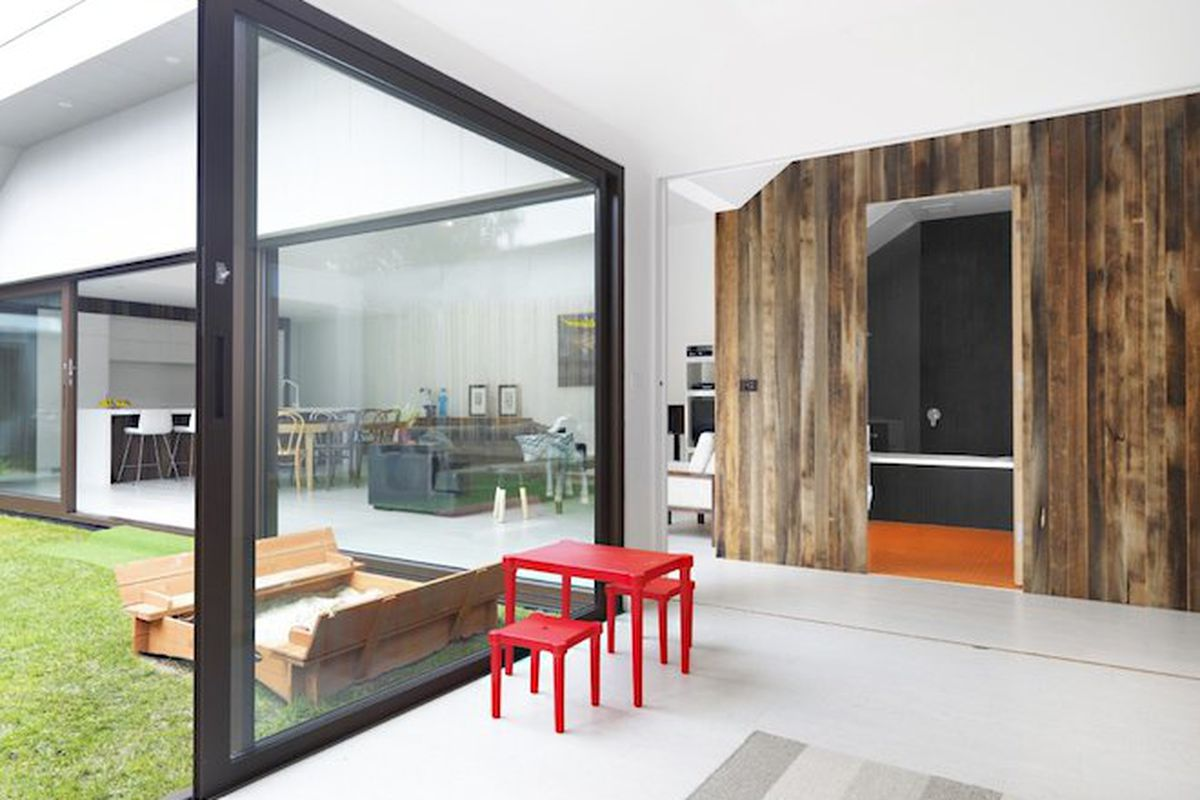 """All photos by <a href=""""http://www.wuttke.com.au/"""">Andrew Wuttke</a> via <a href=""""http://jostarchitects.com/projects/residential/st-kilda-house/"""">Jost Architects</a>"""