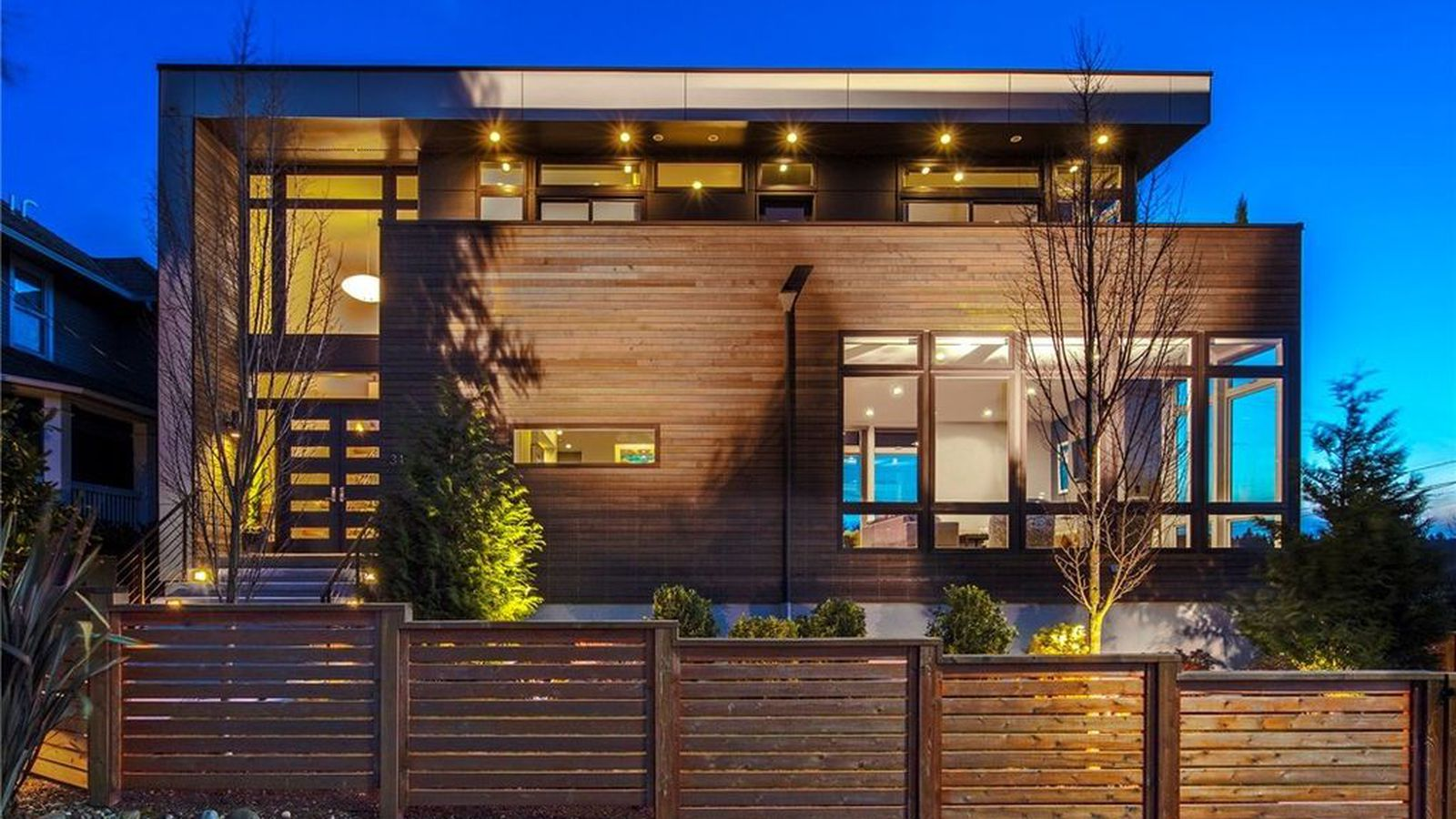 Enjoy A 2m View From Sunset Hill Curbed Seattle
