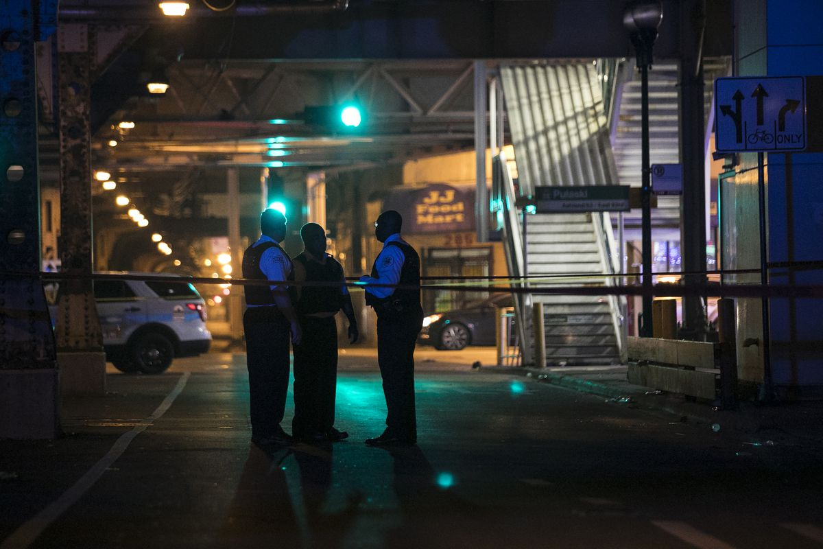 Chicago Police investigate in the 4000 block of West Lake Street, where one man was killed and another was wounded in a shooting early Wednesday, July 5, 2017.   Ashlee Rezin/Sun-Times