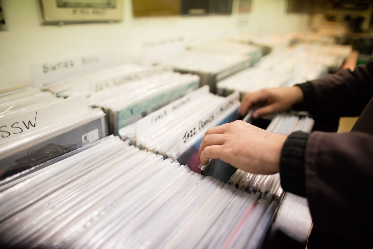 cds and vinyl are more popular than digital downloads once again