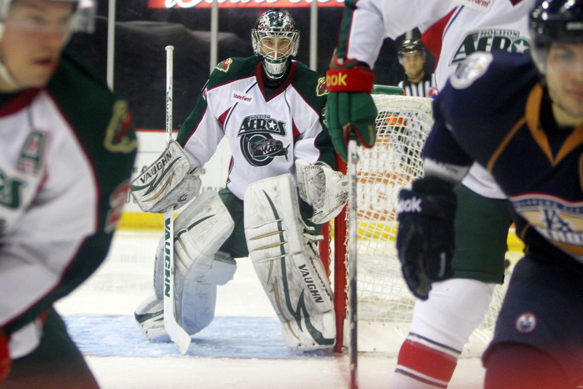 Darcy Kuemper tracks the puck in the corner during the 2-1 SO loss to the OKC Barons last Thursday. Photo by Morris Molina/Houston Aeros