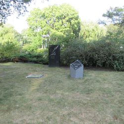 9/16/16: The grave was marked at some point between 9/5 and 9/16 -
