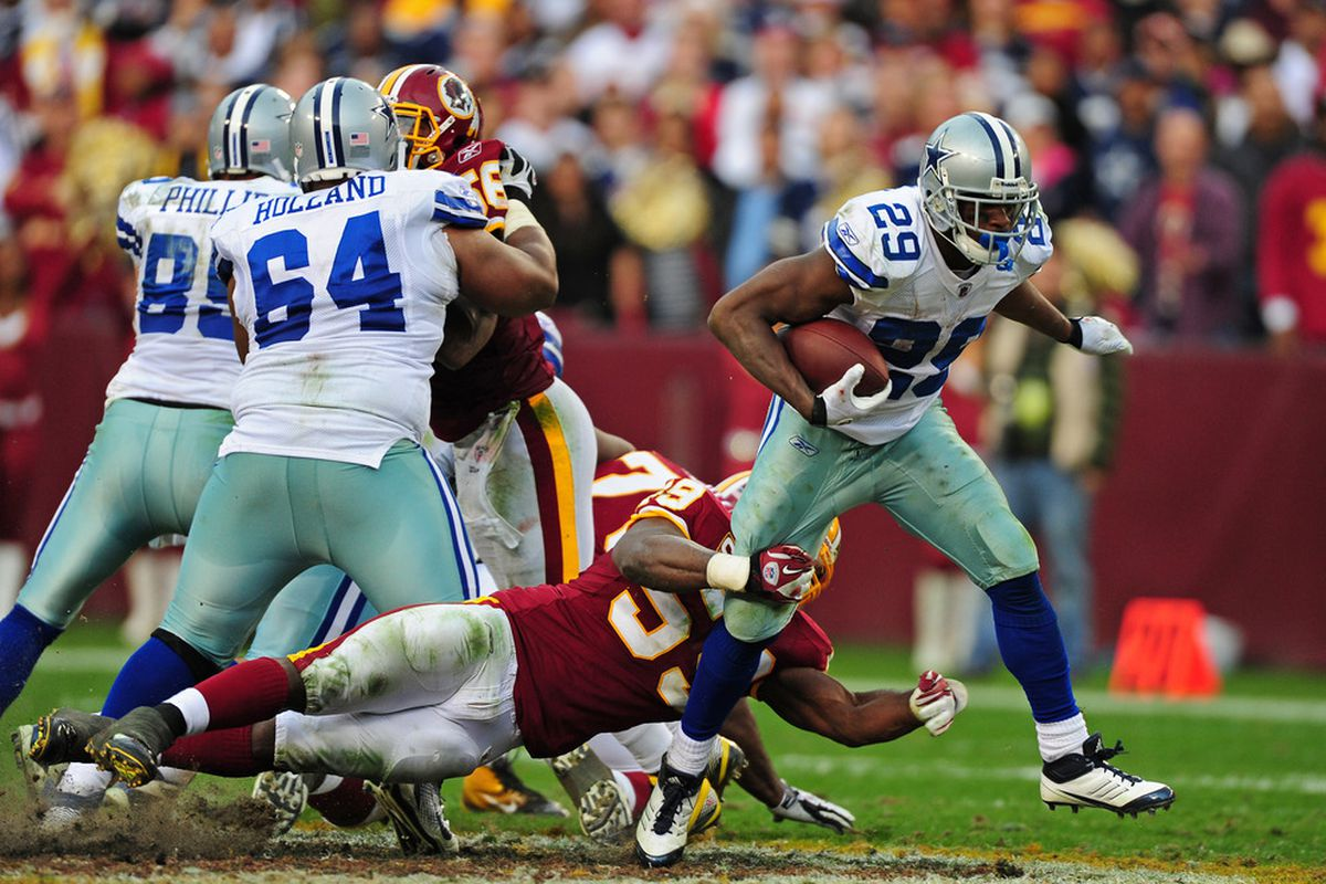 LANDOVER, MD - NOVEMBER 20: DeMarco Murray #29 of the Dallas Cowboys carries the ball against London Fletcher #59 of the Washington Redskins at FedEx Field on November 20, 2011 in Landover, Maryland. (Photo by Scott Cunningham/Getty Images)