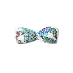 Just enough whimsy in this strapless bikini top.
