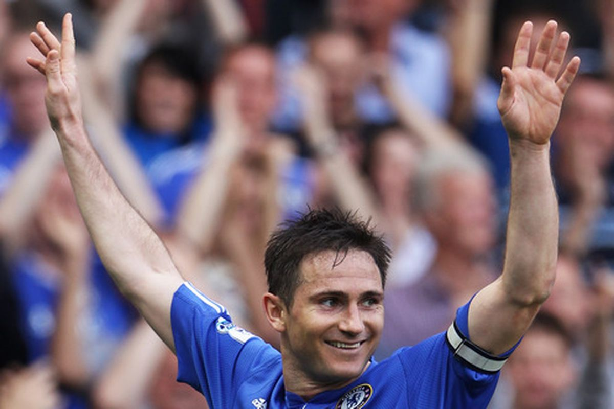 This is a creepy photo of Lampard. Just waiting to pounce on the club that pay his ridiculous wages.