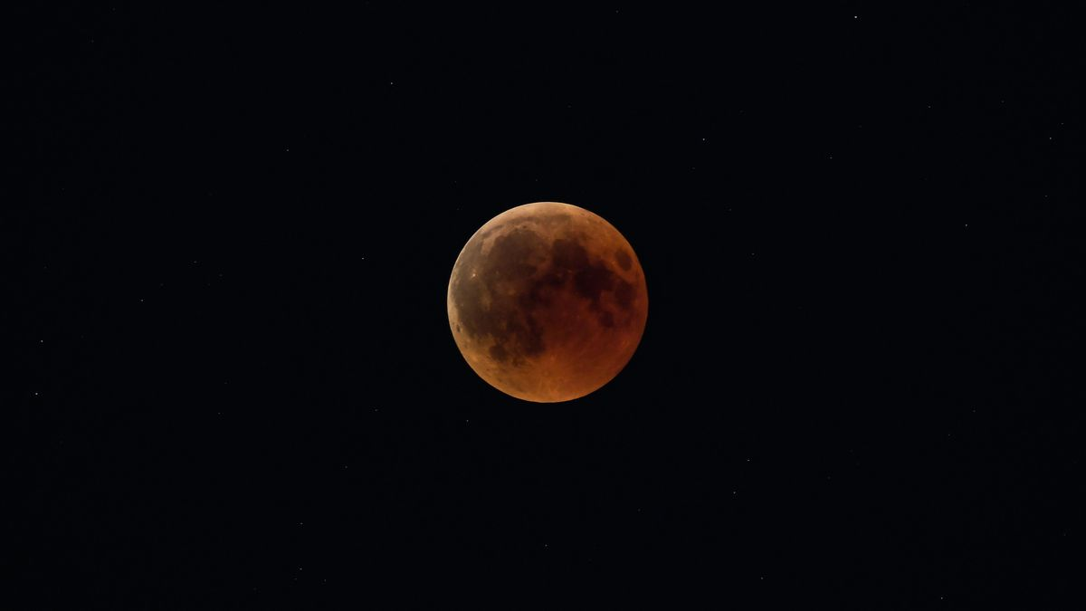 Lunar Eclipse 2019 How To Watch This Supermoon Turn Blood Red