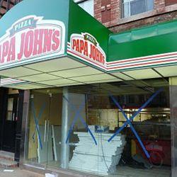 """Papa John's via a href=""""http://evgrieve.com/2010/10/papa-johns-shows-off-its-big-green.html"""">EVG"""