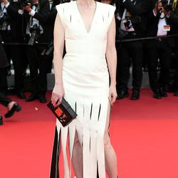 Julianne Moore in a Louis Vuitton gown, shoes, and clutch at the 'Money Monster' premiere.