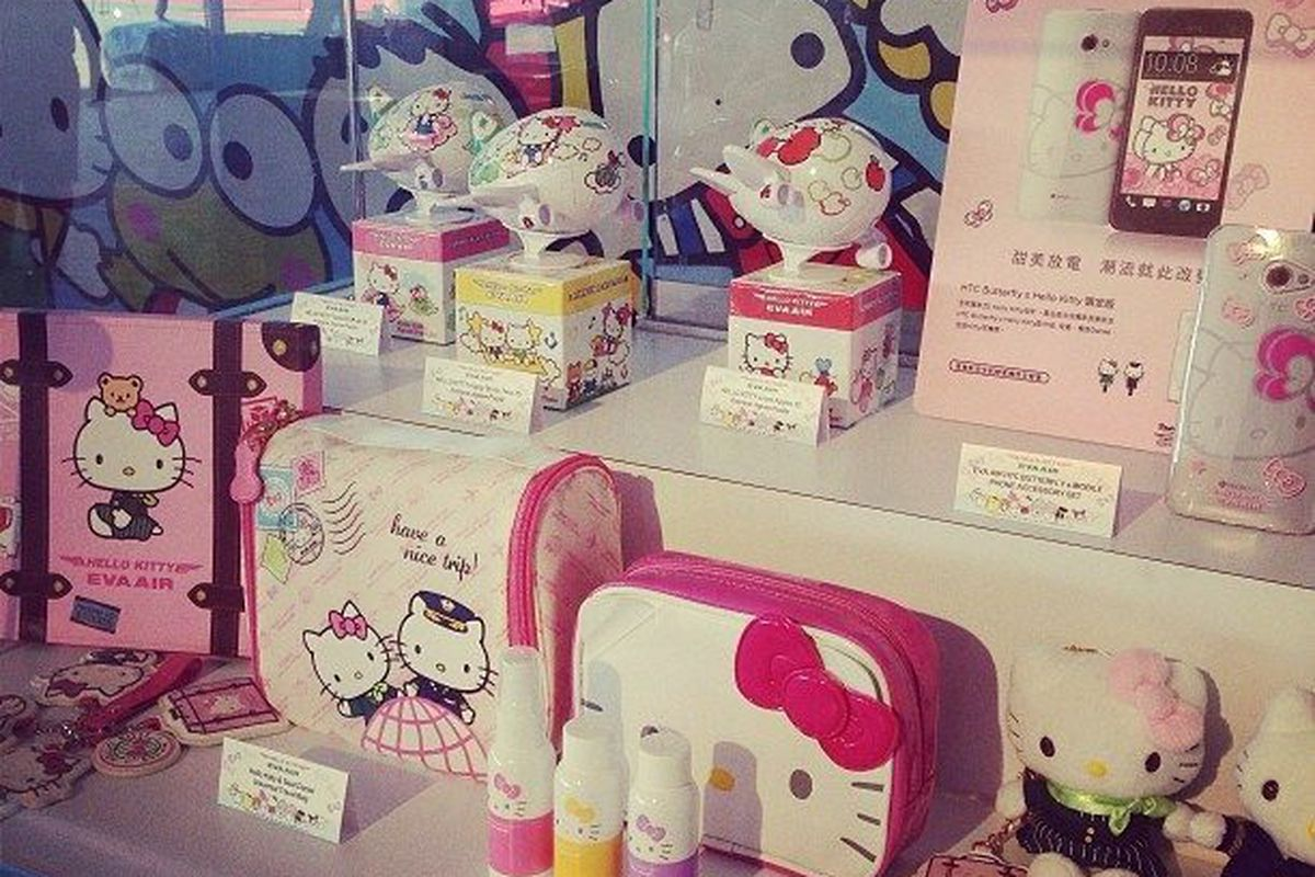 """All Hello Kitty everything from the EVA Air jet. Image <a href=""""http://la.racked.com/archives/2013/09/19/photos_eva_airs_ridiculously_cute_hello_kitty_jet_lands_at_lax.php"""">via</a>"""