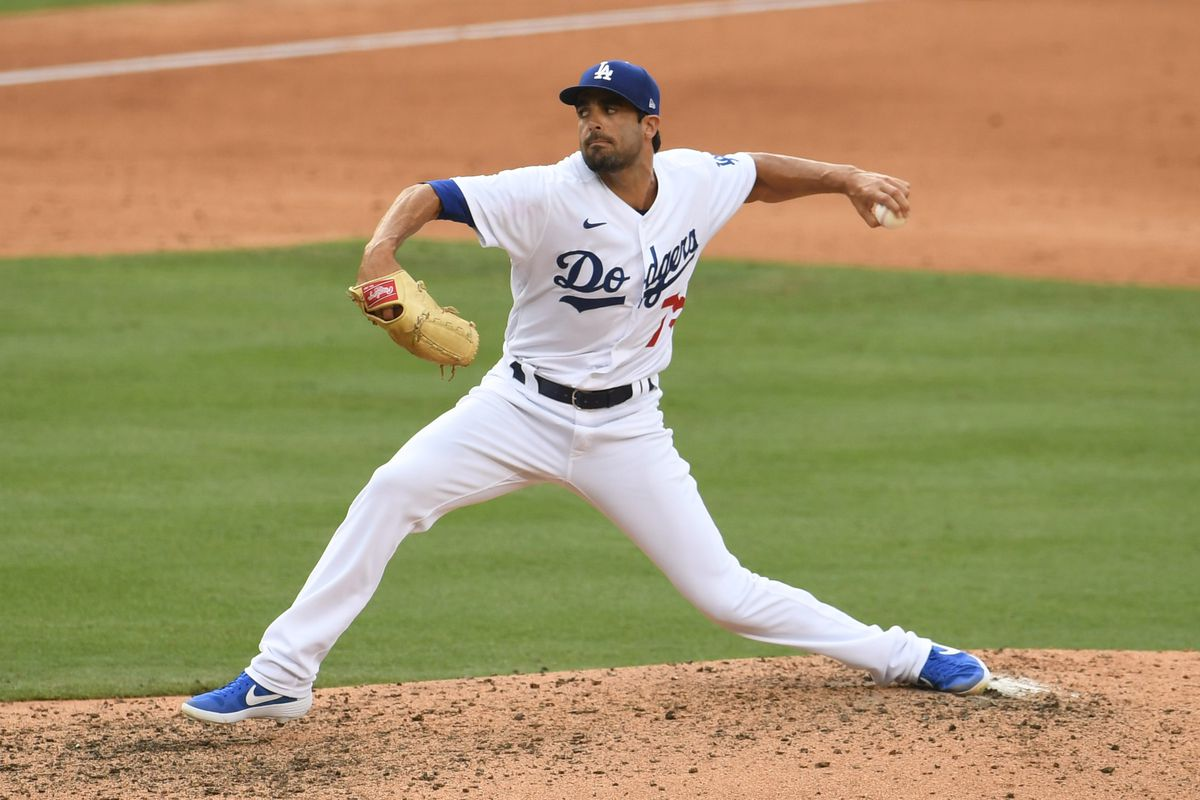 Los Angeles Dodgers defeat the Seattle Mariners 2-1.
