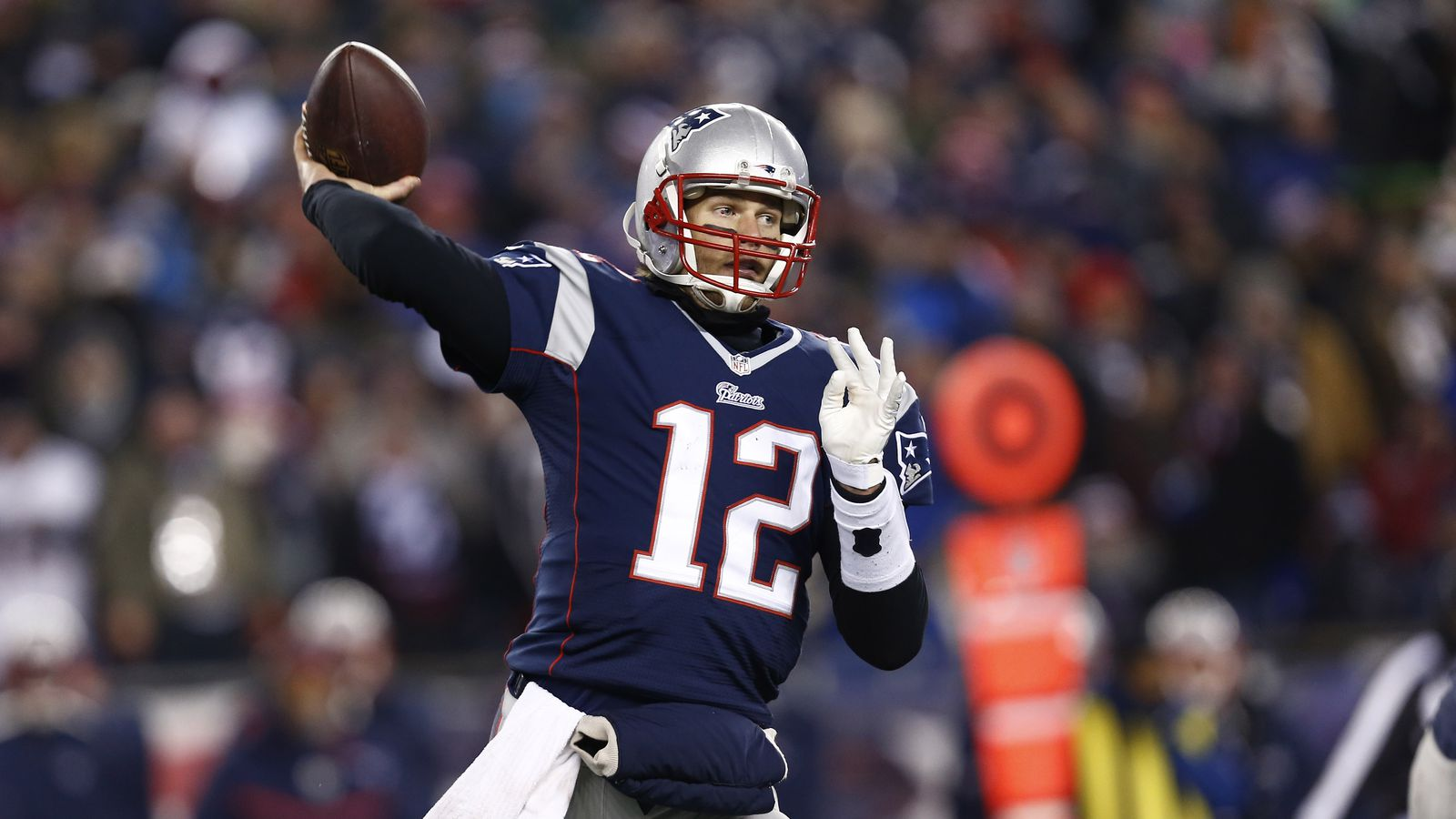 tom brady spends time with throwing coach during playoff - HD1280×966