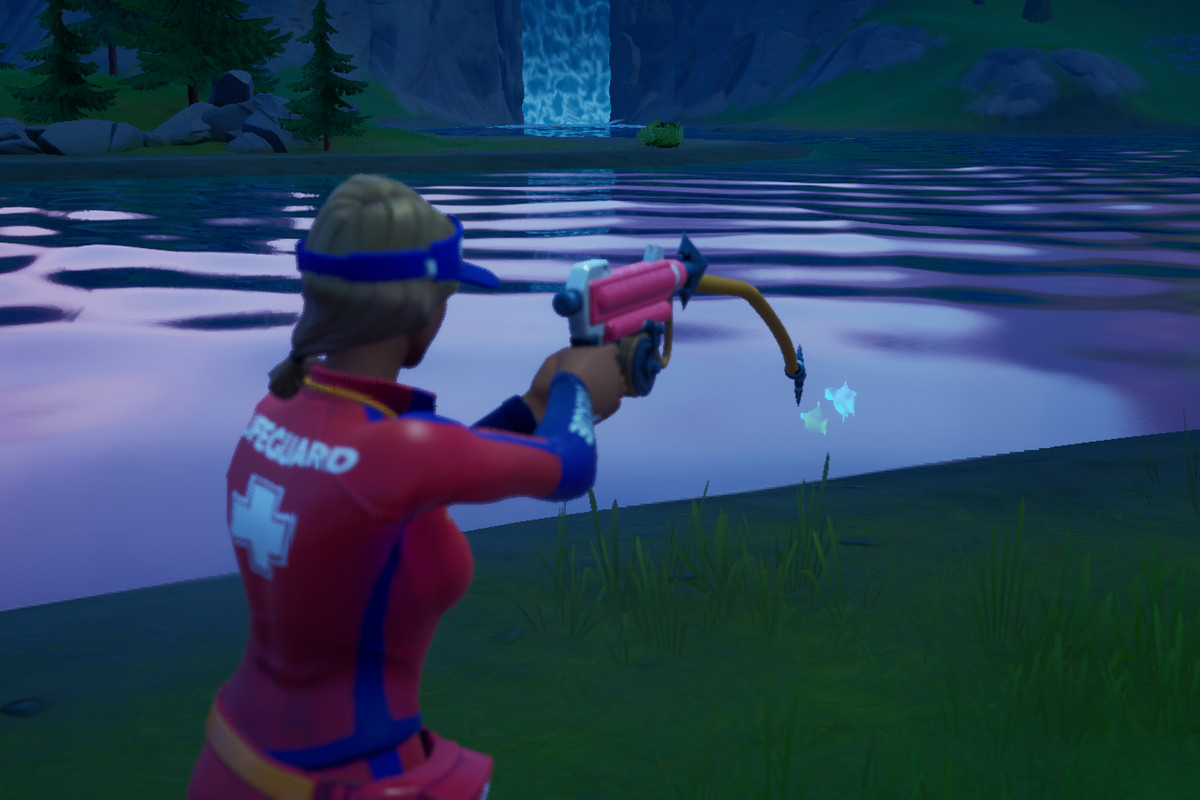 A Fortnite player uses the Harpoon Gun to catch fish and weapons