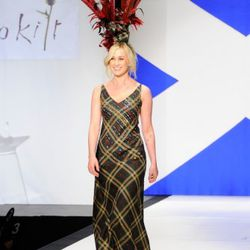 Kellie Pickler in a tartan gown and a massive fascinator.