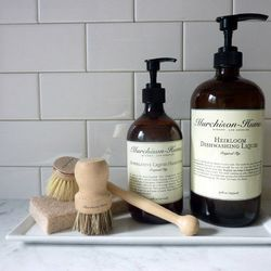 """Murchisom-Hume Heirloom Dishwashing Liquid in Fig, $15 at <a href=""""http://www.thelocalrose.com/product/heirloom-dishwashing-liquid-in-fig/"""">The Local Rose</a>"""
