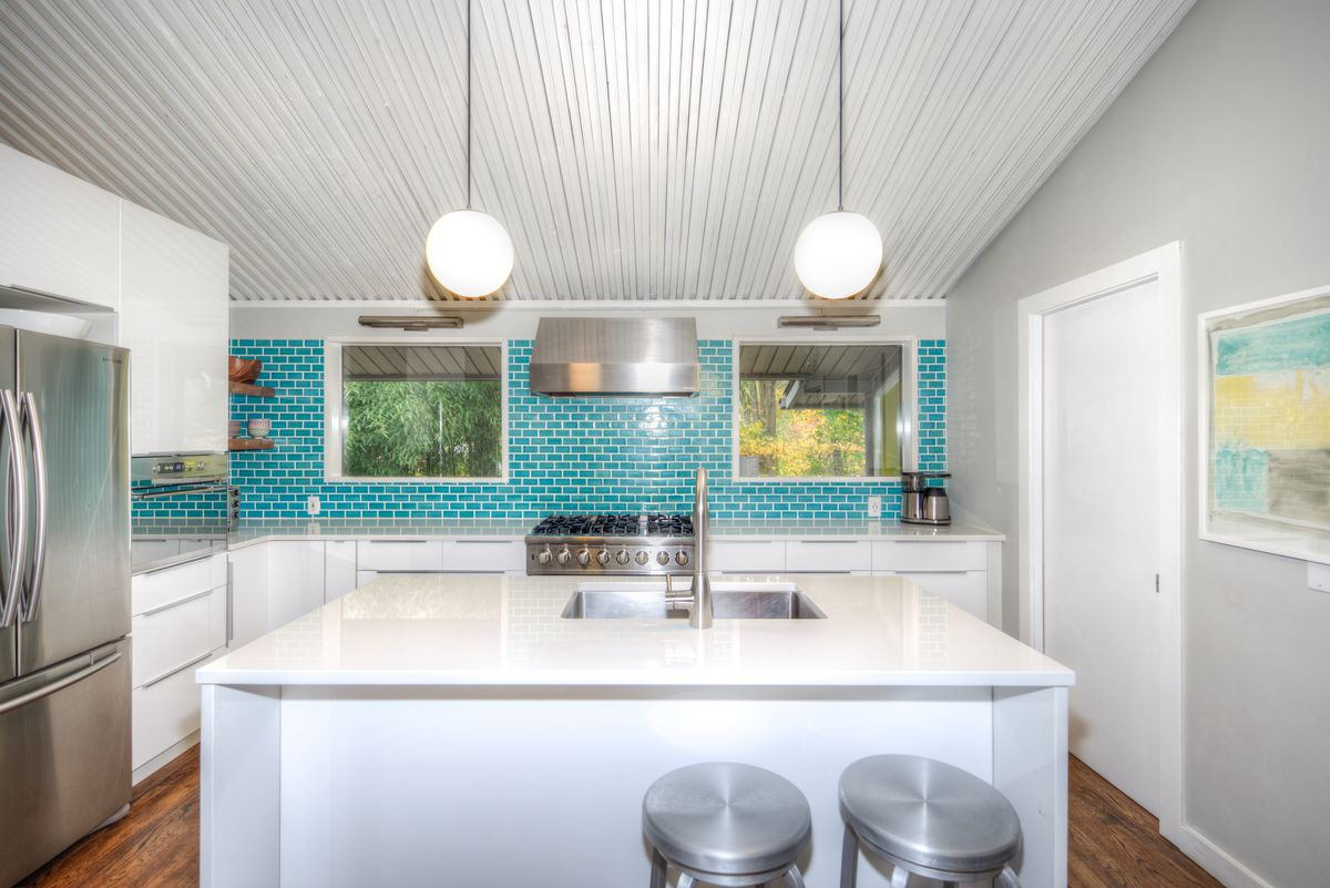 Classic midcentury modern by Hugh Stubbins lists in Media for $575K ...