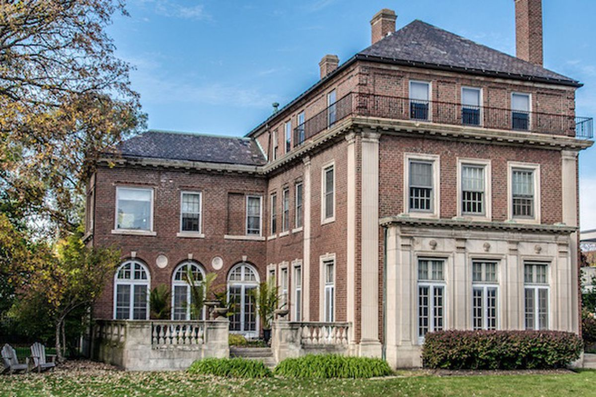 Van doren shaw designed mansion in kenwood returns with for Chicago mansion for sale