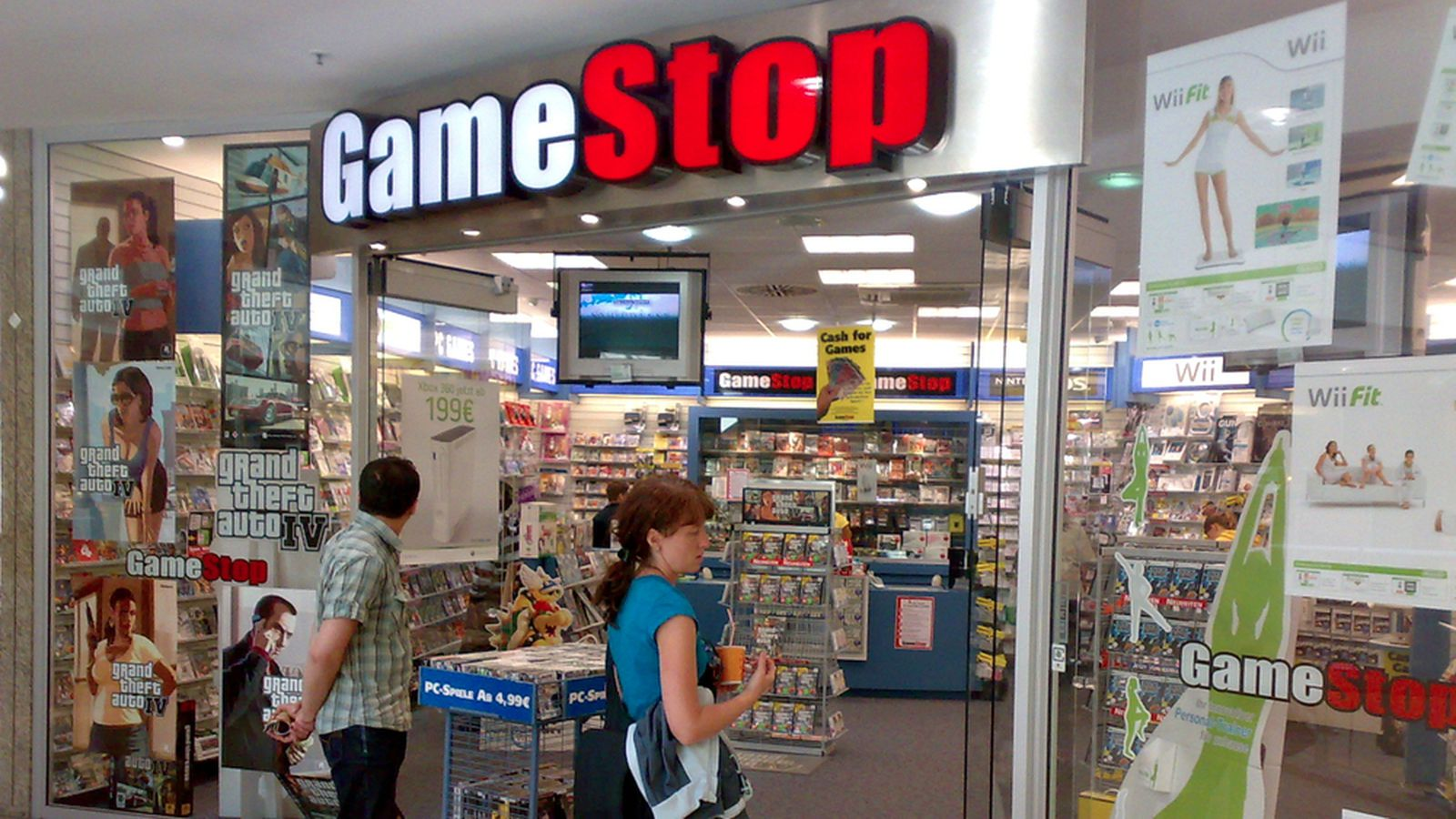 hit hard by digital sales gamestop is looking to close up to 150 stores this year the verge. Black Bedroom Furniture Sets. Home Design Ideas