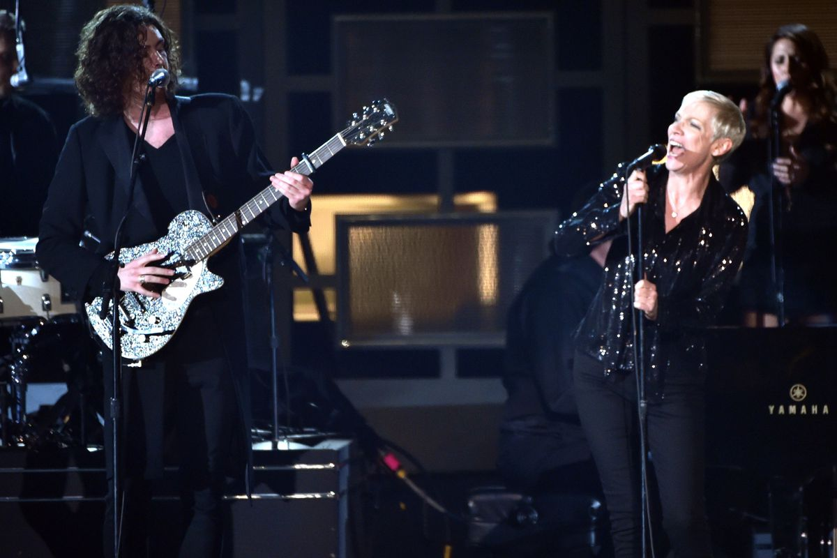 Annie Lennox and Hozier perform at the 2015 Grammys
