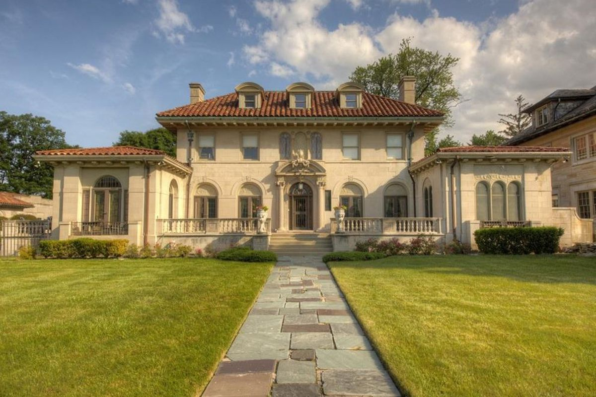 Berry gordy 39 s historic motown mansion ups sale price asks for Castle mansions for sale