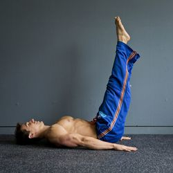 <strong>Lower Ab Press</strong><br> When you finish with the upper abs, it's time to move on to the lower abs. Leg lifts will challenge the lower abdominals.<br>  Step 1:<br> Start lying flat on your back. Rest your hands, palms down, at your sides. Wi