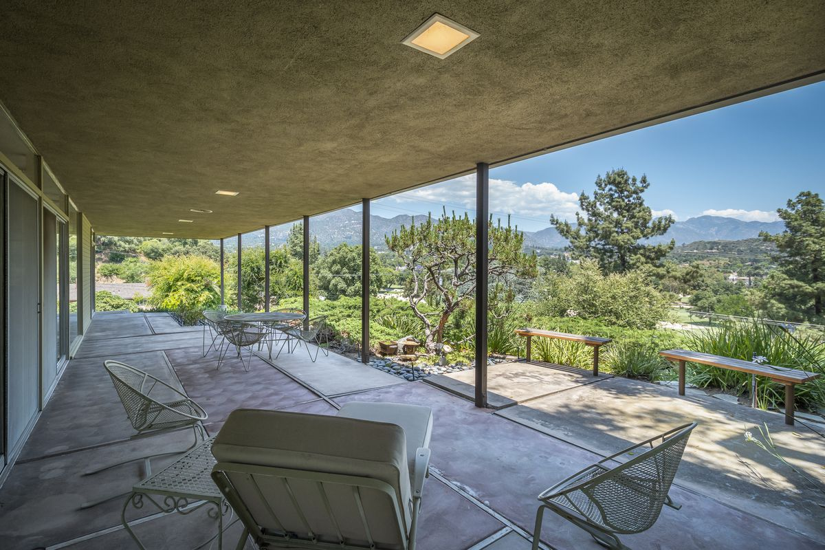 Covered patio with views of mountains.