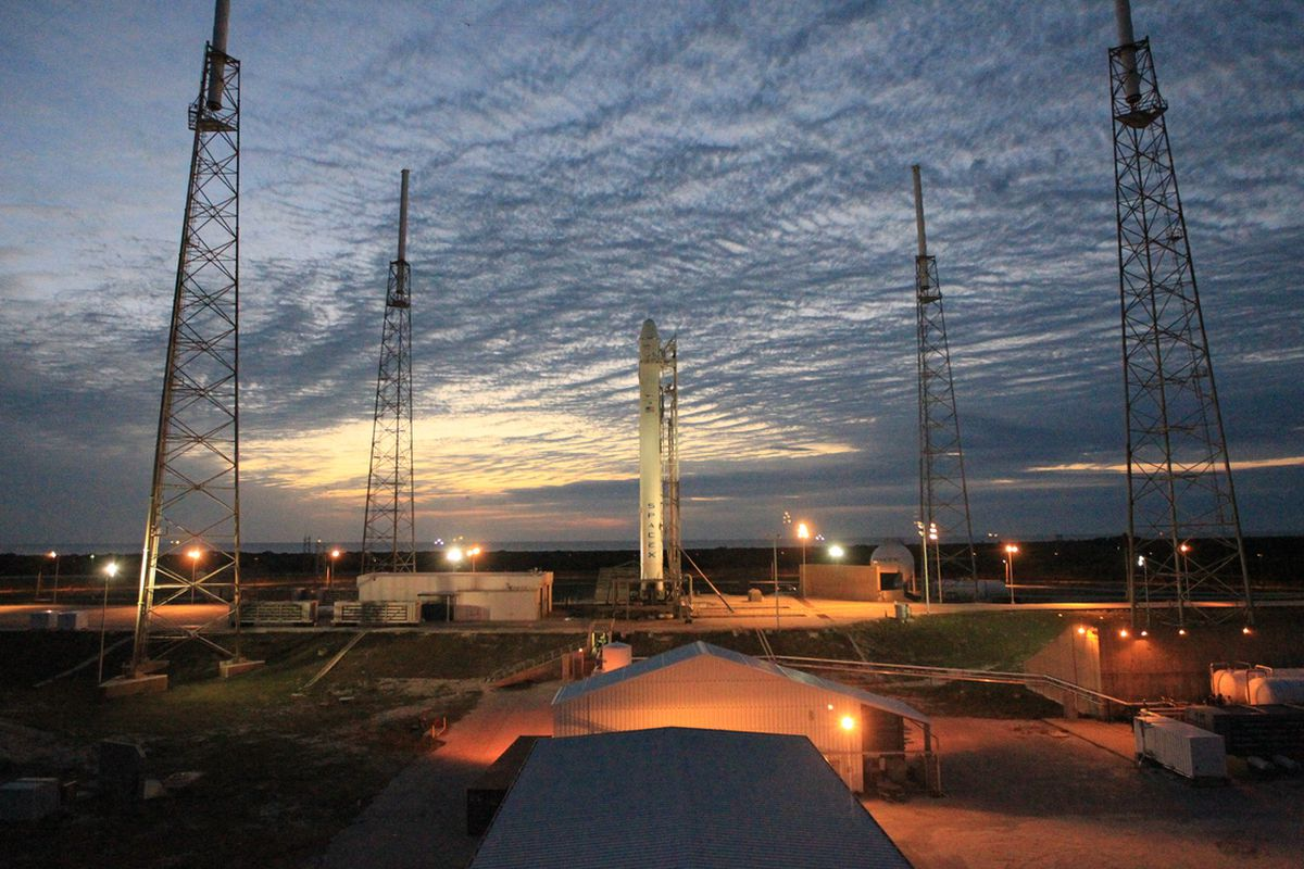 SpaceX on launch pad March 1, 2013