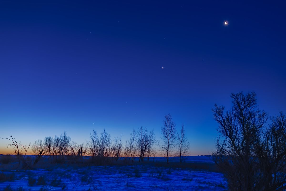 The waning crescent Moon above Venus (at centre) and Jupiter (lower left) lined up across the dawn sky on December 31, 2018. Mercury was even lower but is not visible here. This is an HDR stack (using Photoshop HDRPro) of 5 exposures with the 35mm Canon