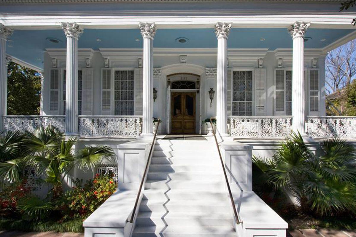 Magnolia Mansion.