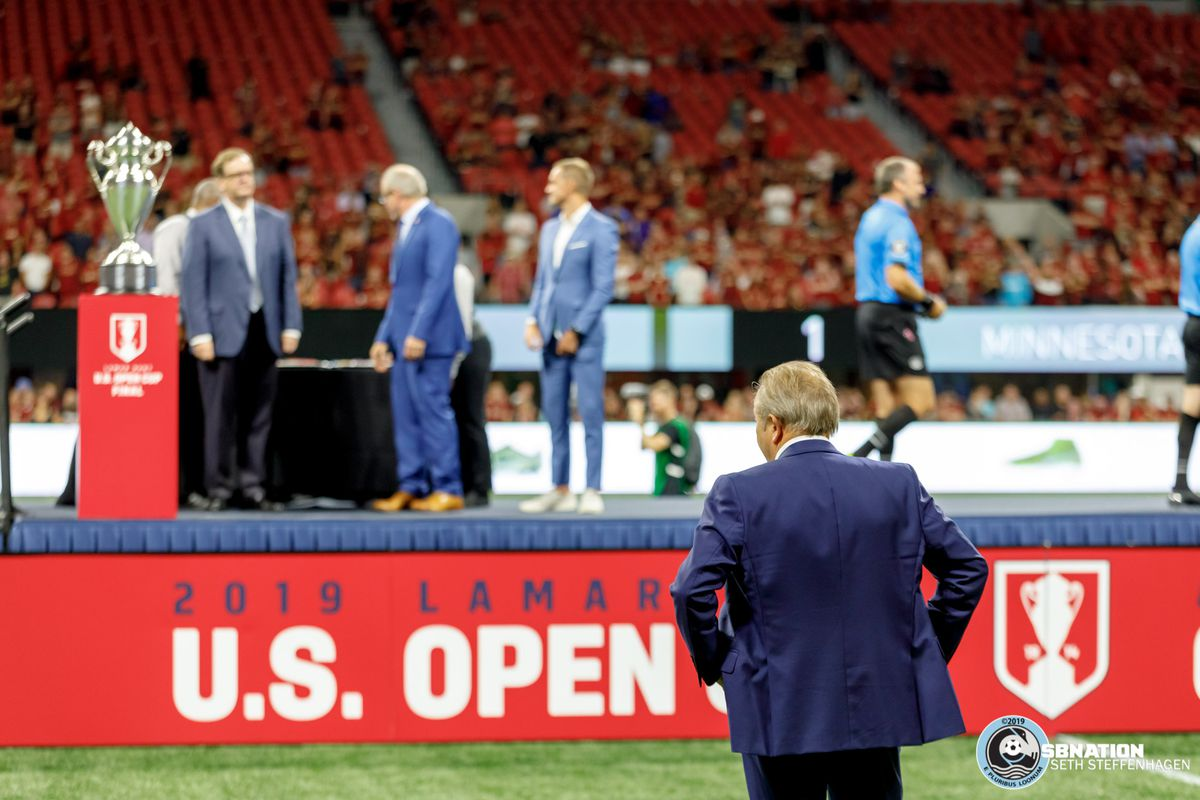 August 27, 2019 - Atlanta, Georgia, United States - Minnesota United head coach Adrian Heath looks towards the trophy as Minnesota United fall 2-1 to Atlanta United during the US Open Cup Final at Mercedes-Benz Stadium.