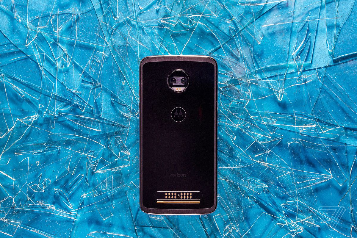 Motorola Moto Z2 Force review: the screen won't shatter, but