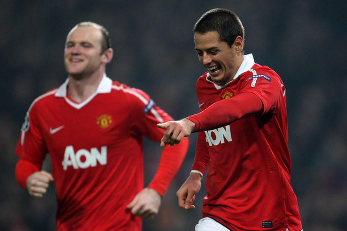 Wayne Rooney and Javier 'Chicharito' Hernandez both have thrived recently in Manchester United's '4-2-3-1' formation.  (Photo by Alex Livesey/Getty Images)