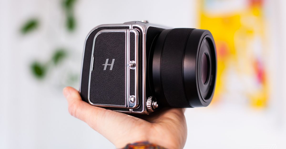 Hasselblad's 907X 50C is absolutely slow and absolutely stunning