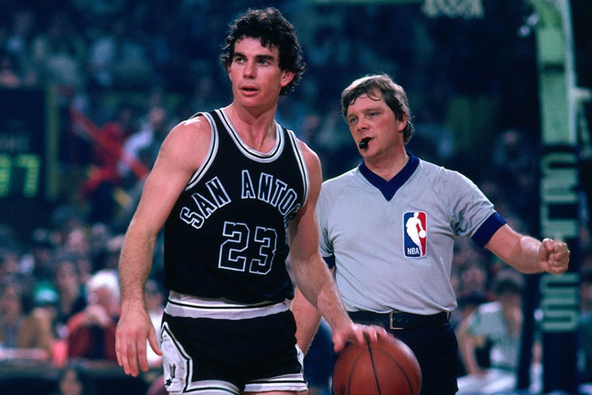 Mike Bratz during his playing days with the Spurs. Who likes short shorts?