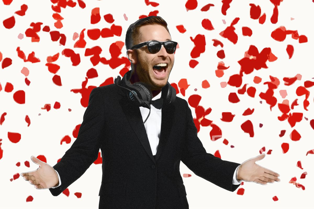 Kliff Kingsbury Is 'The Bachelor,' Offensive Coordinator