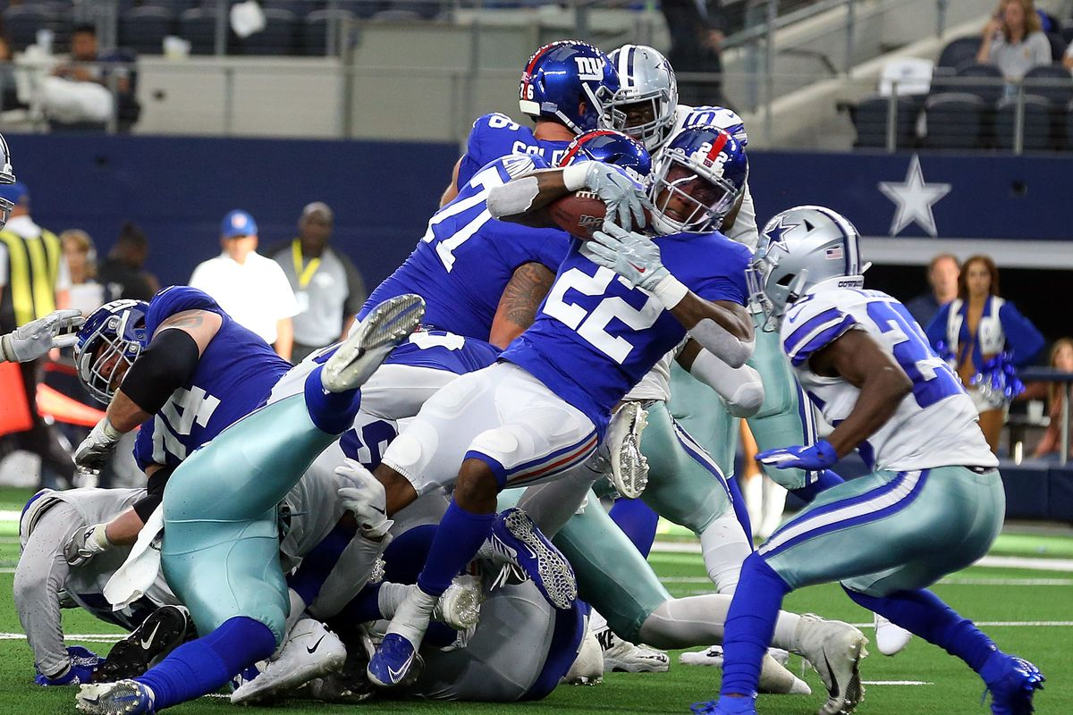 Wayne Gallman of the New York Giants scores a touchdown in the fourth quarter against the Dallas Cowboys at AT&T Stadium on September 08, 2019 in Arlington, Texas.