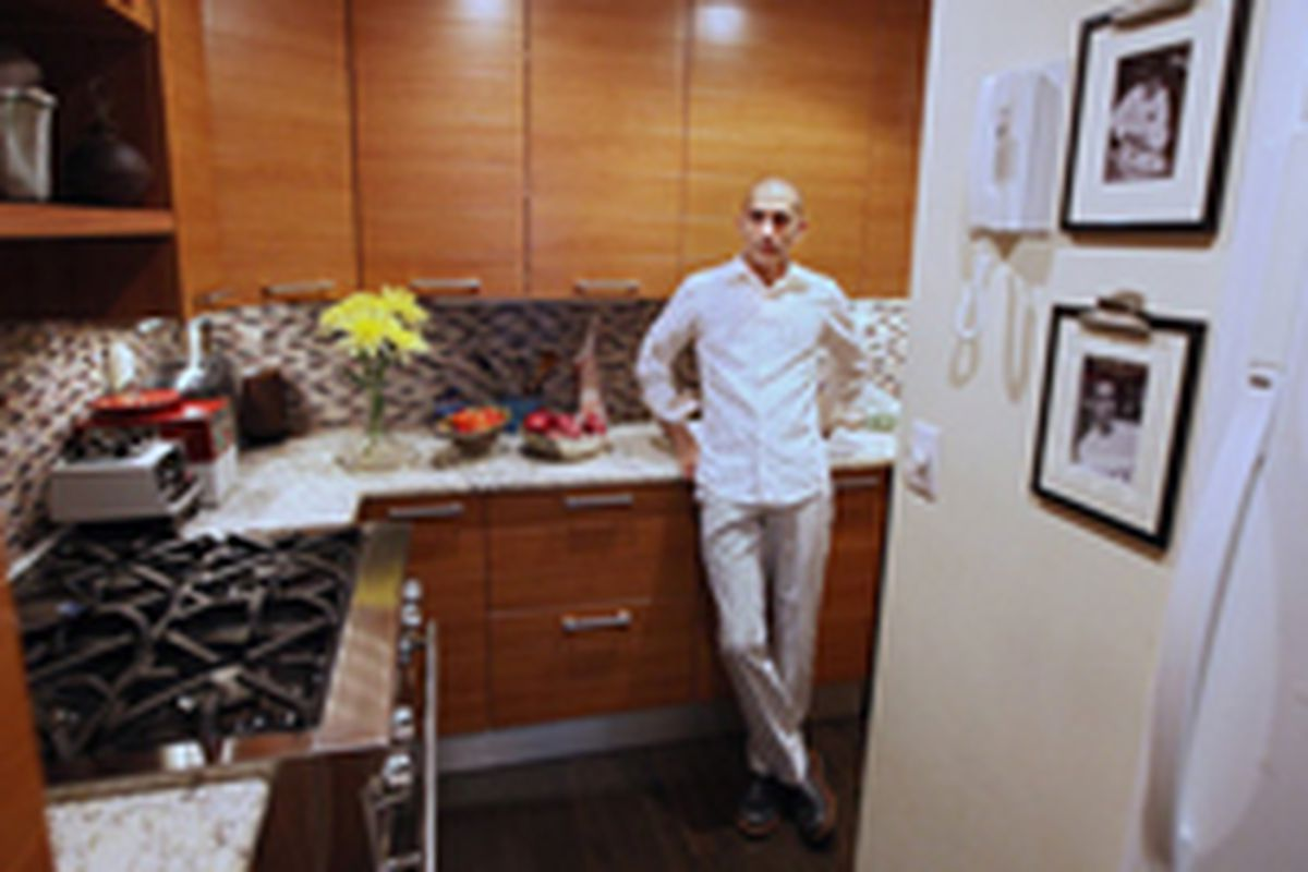 Chefs Also Live In Apartments With Terrible Small Kitchens Eater Ny